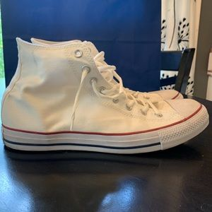 Converse!! White like new!! Men's size 10.5!